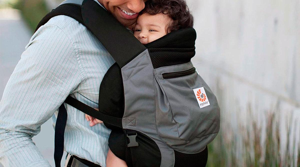 Averigua cuál es la postura correcta para llevar al bebé sin que sufra molestias